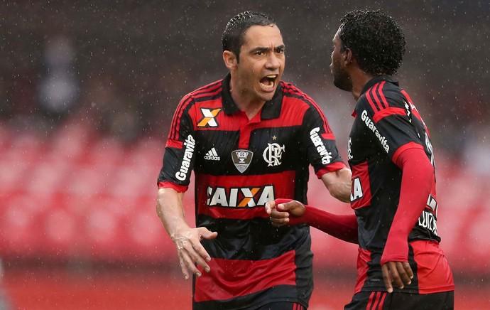 Discussão entre Wallace e Luiz Antonio Flamengo com Chicão (Foto: Marcos Ribolli / Globoesporte.com)