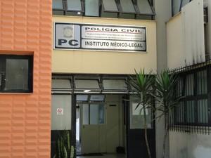 Restos mortais de vítimas estão no IML de Belo Horizonte (Foto: Pedro Triginelli/G1)