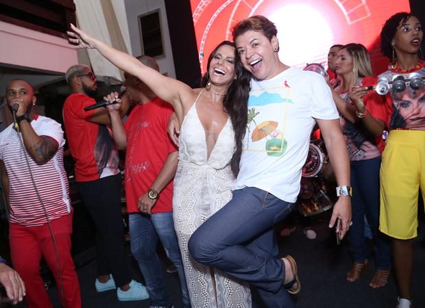 Viviane Araújo e David Brazil (Foto: Anderson Borde/AgNews)