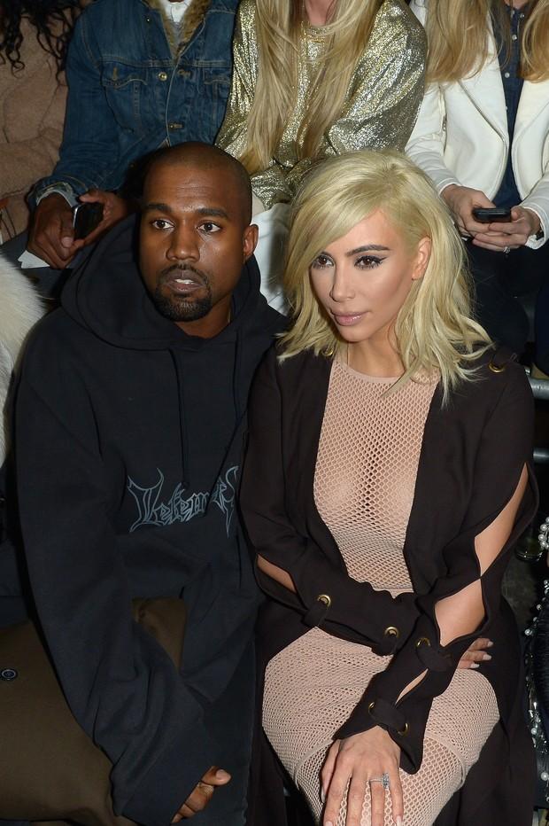 Kanye West e Kim Kardashian no desfile da Lanvin (Foto: Getty Images)