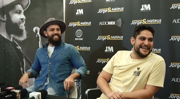 Jorge e Mateus concedem entrevista coletiva (Foto: reprodução EPTV)
