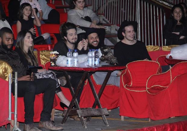 Luan Santana e a namorada, Jade Magalhães, curtem espetáculo circense (Foto: Wallace Barbosa/AgNews)