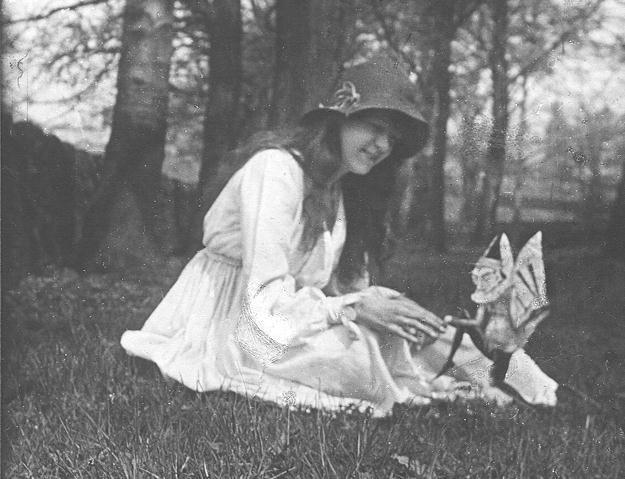 """""""Elsie e o gnomo"""", 1917 (Foto: Domínio Público)"""