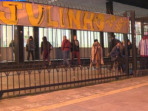 Escola Júlio de Castilhos foi ocupada durante a noite de quinta-feira (Foto: RBS TV/ Reprodução)