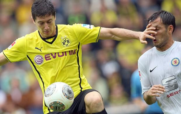 Lewandowski borussia dortmund Kevin Kratz Eintracht Braunschweig (Foto: Agência Reuters)