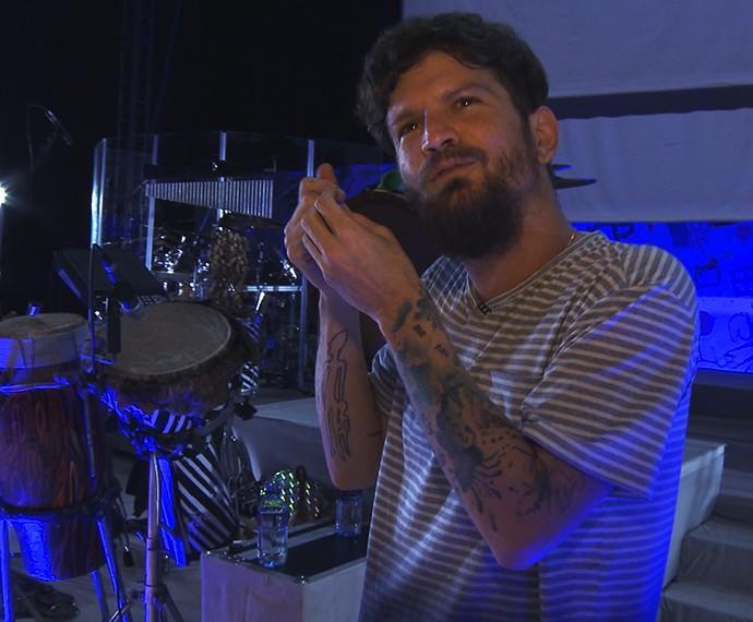 """Saulo teve mais preocupação com as letras em """"Baiuno"""" (Foto: Jonas Freitas/ Gshow)"""