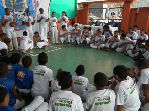 Cerimônia de batismo na capoeira (Foto: Divulgação)