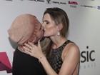 Mulher de Luciano Camargo rouba a cena em show: 'Gosto de provocar'