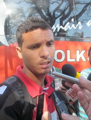 Ramon, desembarque do Flamengo (Foto: Gabriel Torres / Globoesporte.com)