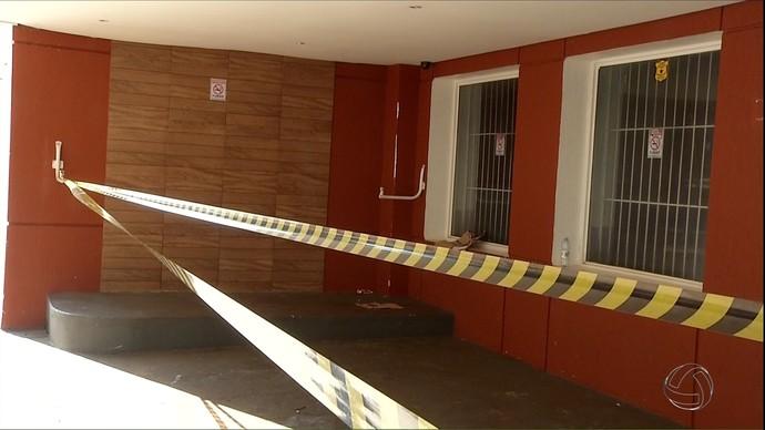Clube de boliche foi interditado após incêndio (Foto: Reprodução/TV Morena)