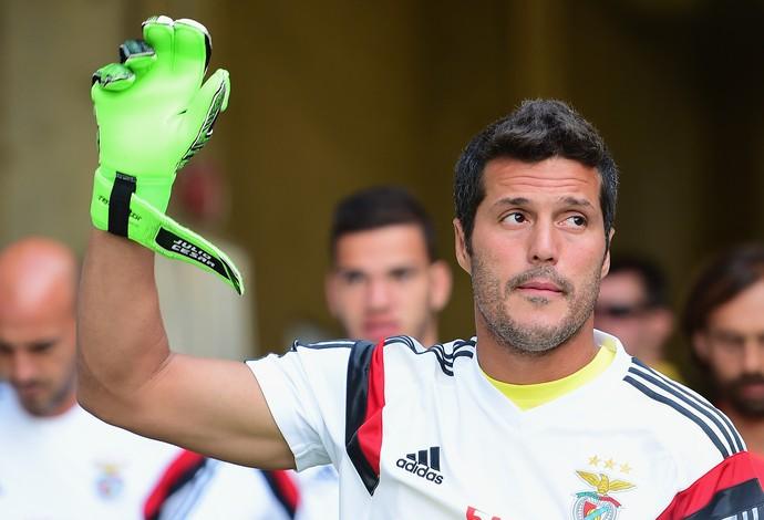 Julio César em ação pelo Benfica (Foto: Billie Weiss / GETTY IMAGES NORTH AMERICA / AFP)