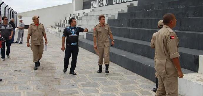 Vistoria no Estádio Presidente Vargas, do Treze (Foto: João Brandão Neto / GloboEsporte.com/pb)