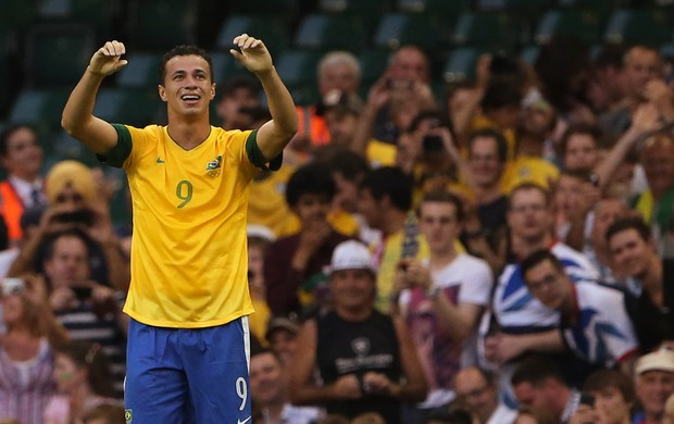 Leandro Dami&#227;o gol Brasil (Foto: Reuters)