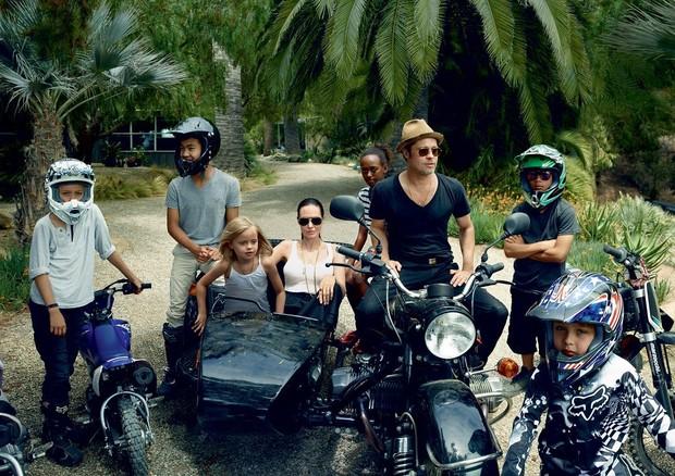 Brad Pitt, Angelina Jolie e sua trupe para a Vogue America  (Foto:  Annie Leibovitz)