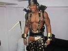Com fantasia à la Faraó, Léo Santana se prepara para animar trio em Salvador