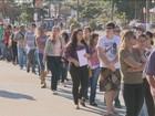 Candidatos passam a noite em fila para feira de empregos em Campinas