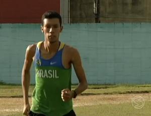 Atleta vai encarar pela primeira vez uma maratona (Foto: Reprodução/TV Rio Sul)