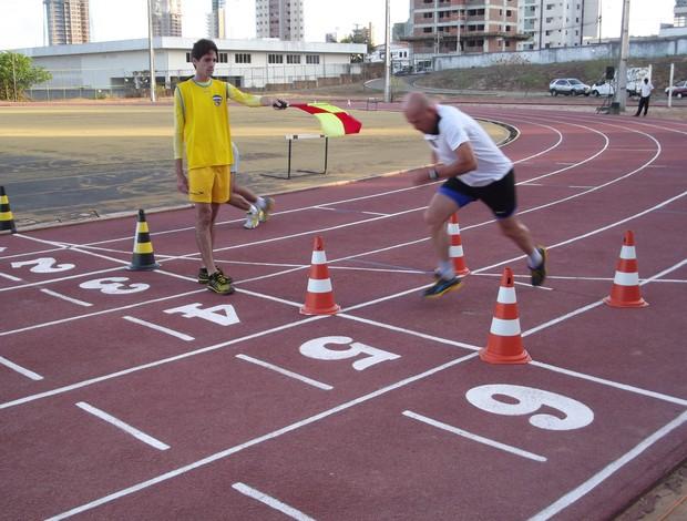 Árbitro Heber Roberto Lopes realiza teste físico da Fifa em Natal (Foto: Augusto Gomes/GLOBOESPORTE.COM)