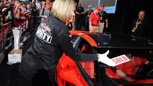Chevrolet Corvette Stingray fez parte de tradicional leilão que acontece após o Salão de Detroit (Foto: Barrett-Jackson)