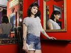 Mel Lisboa se firma no teatro e fala de fama: 'Prefiro ficar na minha'