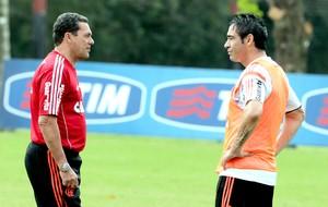 Vanderlei Luxemburgo e Chicão no treino do Flamengo (Foto: Cezar Loureiro / Agência O Globo)