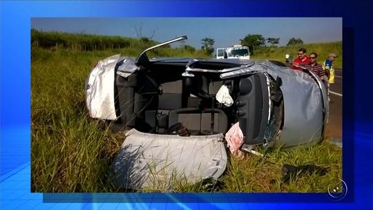 Mulher morre após carro capotar na rodovia Eliezer Montenegro Magalhães