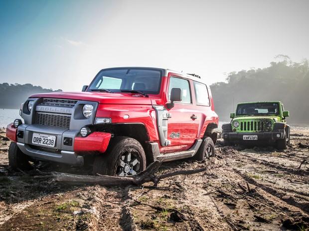 Troller T4 versus Jeep Wrangler (Foto: Renato Durães/Autoesporte)