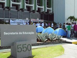 Professores das universidades estaduais da Bahia ocupam sede de secretaria no CAB (Foto: Divulgação/Aduneb)