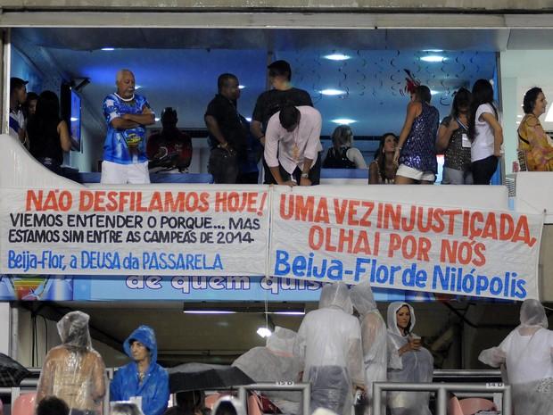 Beija-Flor fez protesto do alto do camarote (Foto: Alexandre Durão/G1)