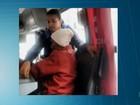 Cobradora de ônibus fica famosa nas redes sociais ao ceder lugar a idosa