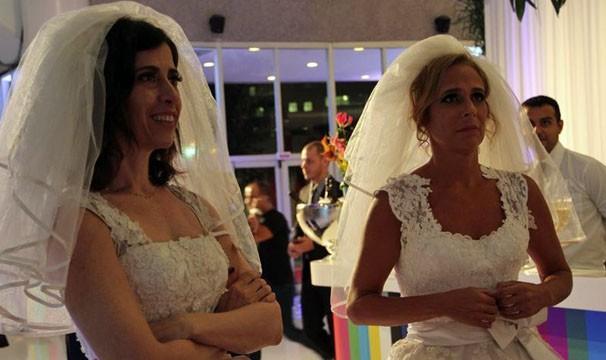 Fernanda Torres e Andrea Beltrão se vestem de noivas para anunciar a nova temporada de Tapas e Beijos (Foto: Divulgação/TV Globo)