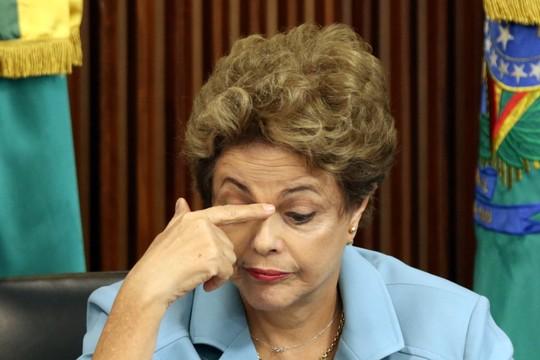 A presidente Dilma Rousseff durante reunião com governadores que apoiam seu mandato e são contra o impeachment (Foto: Eraldo Peres/AP)