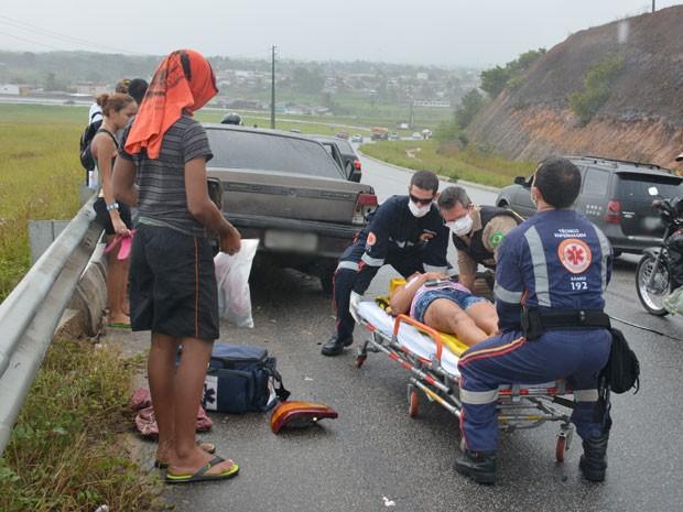 Uma mulher ficou ferida no acidente da BR-230, na Paraíba, e foi levada para hospital (Foto: Walter Paparazzo/G1)