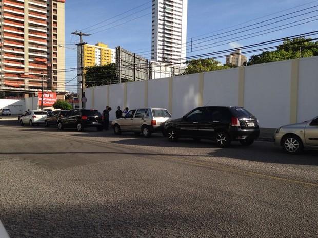 Filas já eram longas na manhã desta sexta (23) em postos de Natal e Mossoró, RN (Foto: Filipo Cunha/Inter TV Cabugi)