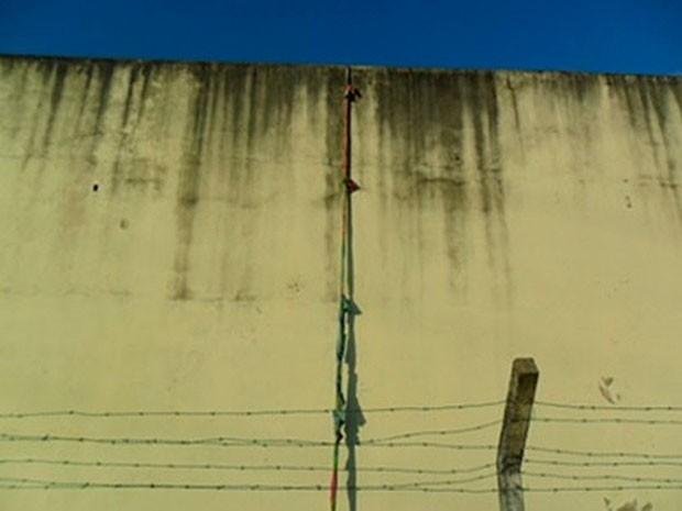 Presos usaram corda feita com lençóis para fugir de carceragem na Bahia (Foto: Carlos José/Site Voz  da Bahia)