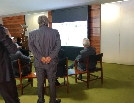 Deputados assistem ao jogo da Liga dos Campeões da Europa (Foto: Reprodução)