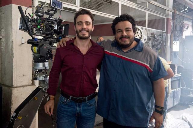 Thiago Rodrigues nos bastidores do filme 'Carlinhos e Carlão' com Luis Lobianco (Foto: Mariana Vianna)