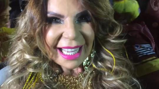 Elba Ramalho chega ao Anhembi para desfilar: 'Vou dar o meu melhor'