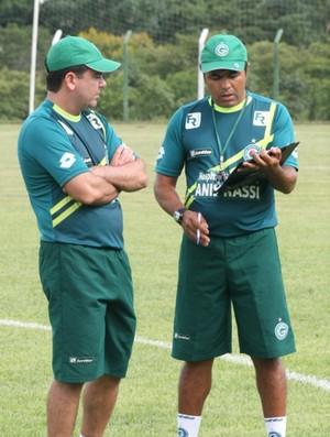 Robson Gomes, preparador físico do Goiás, ao lado de Enderson Moreira (Foto: Rosiron Rodrigues/Goiás E.C)