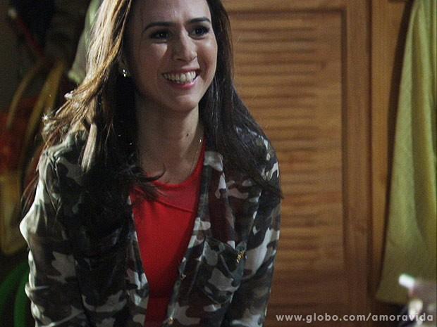 Emocionada, Valdirene avisa a Márcia que está grávida... (Foto: Amor à Vida / TV Globo)