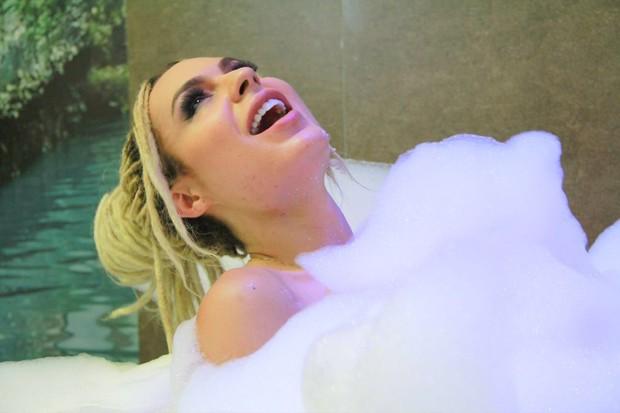 Fernanda Lacerda, a Mendigata, posa nua em banheira (Foto: Arquivo Pessoal/MF Models Assessoria/Divulgação)