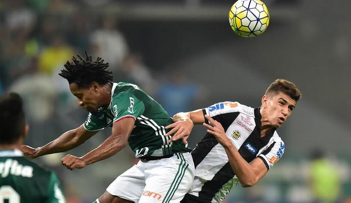 Zé Roberto e Vitor Bueno - Palmeiras x Santos (Foto: Marcos Ribolli)