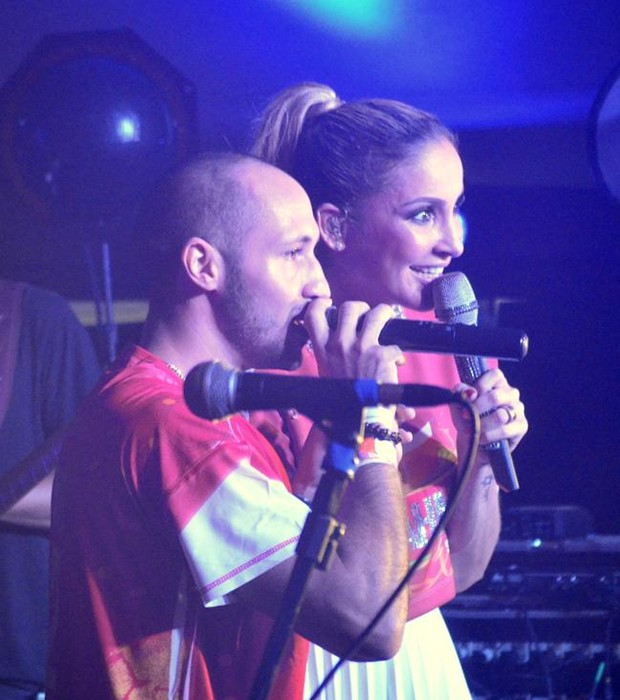 Claudia Leitte e o cantor haitiano J. Perry (Foto: Fred Pontes)
