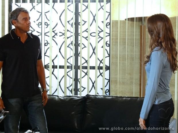 Thomaz fica surpreso ao saber que Fernanda descobriu que LC está vivo (Foto: Além do Horizonte/TV Globo)