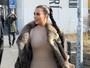 Kim Kardashian exibe curvas com look justíssimo na Islândia