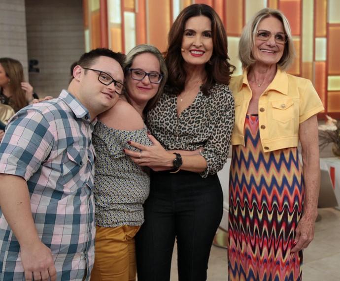 Convidados posam com a Fátima  (Foto: Isabella Pinheiro/Gshow)