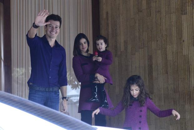 Rodrigo Faro com Vera Viel e as filhas (Foto: AgNews/André Freitas e Joshua Bryan)