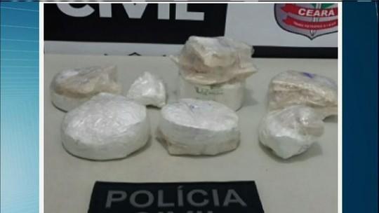 Motoristas de ônibus são presos com três quilos de cocaína e crack, no CE
