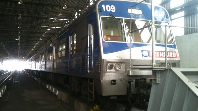 Antes do Gre-Nal, torcidas brigam em estação do trensurb em Sapucaia do Sul (Foto: Dayanne Rodrigues/RBS TV)
