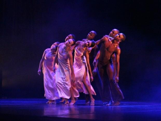 Apresentação durante o 4º Festival Amazonas de Dança (Foto: Tiago Melo/G1 AM)